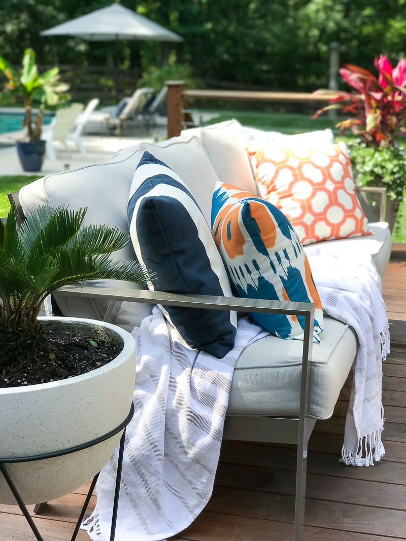 Come see this bloggers Summer Outdoor Living Tour that includes plenty of deck plant ideas for summer!
