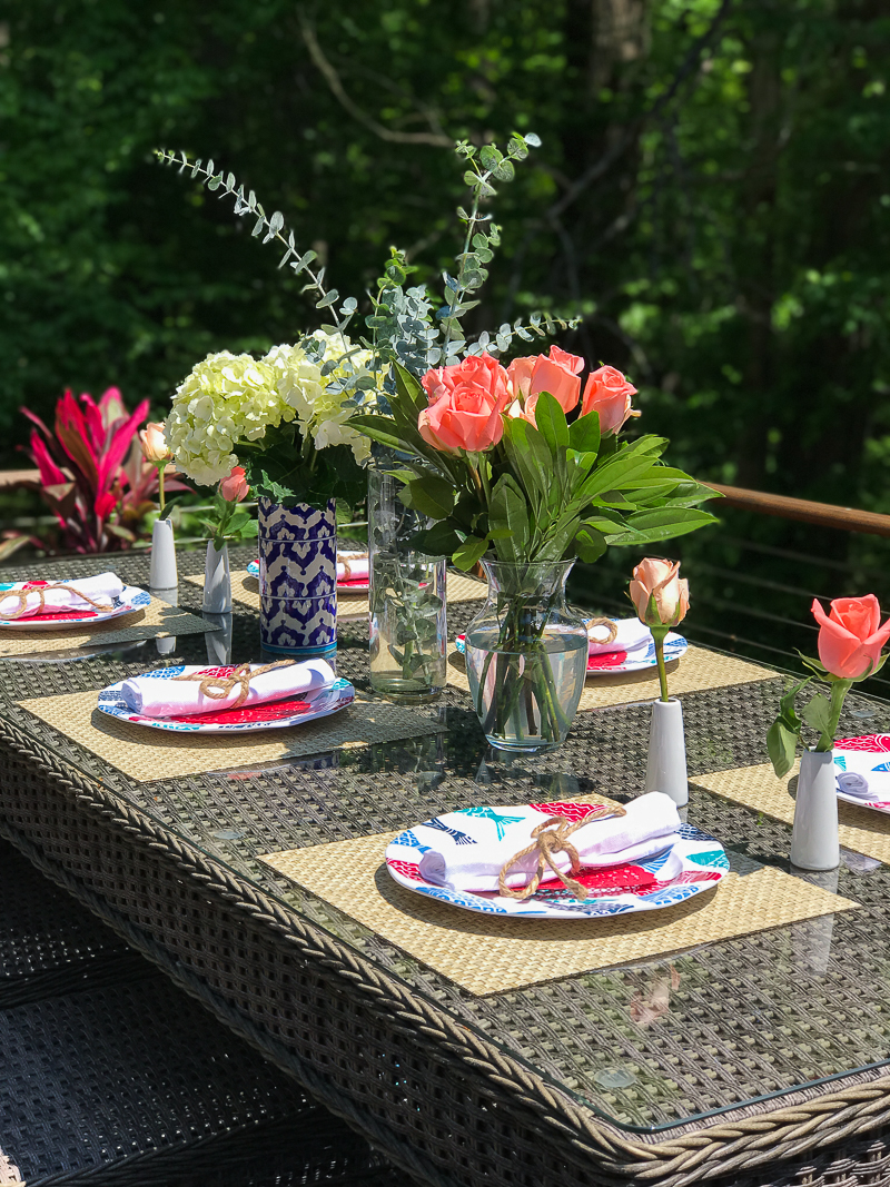 Come get more outdoor table decor ideas for your home on this bloggers Summer Outdoor Living Tour!