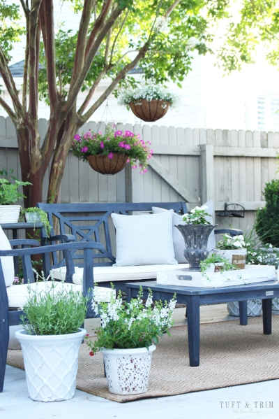 Come see the outdoor living spaces of 7 talented bloggers featuring dining tablescapes, deck decor, and patio decorating ideas!