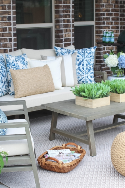 Come see 7 gorgeous bloggers outdoor living spaces including dining tablescapes, deck decor ideas and patio decorating ideas!