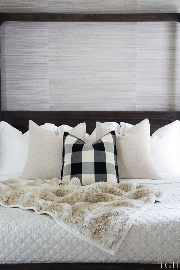 fall bedroom decor. fall bedroom decor cozy. cozy bedding ideas. buffalo check e